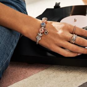 """Снимка: Pandora представя новата  си колекция """"20 години незабравими моменти"""""""