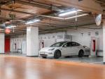 Снимка: Вече можете да заредите Вашата Tesla докато пазарувате или хапвате.